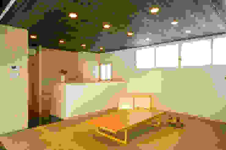 庭の家 モダンデザインの リビング の プラソ建築設計事務所 モダン
