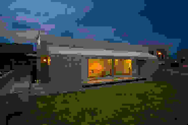 庭の家 モダンな 家 の プラソ建築設計事務所 モダン
