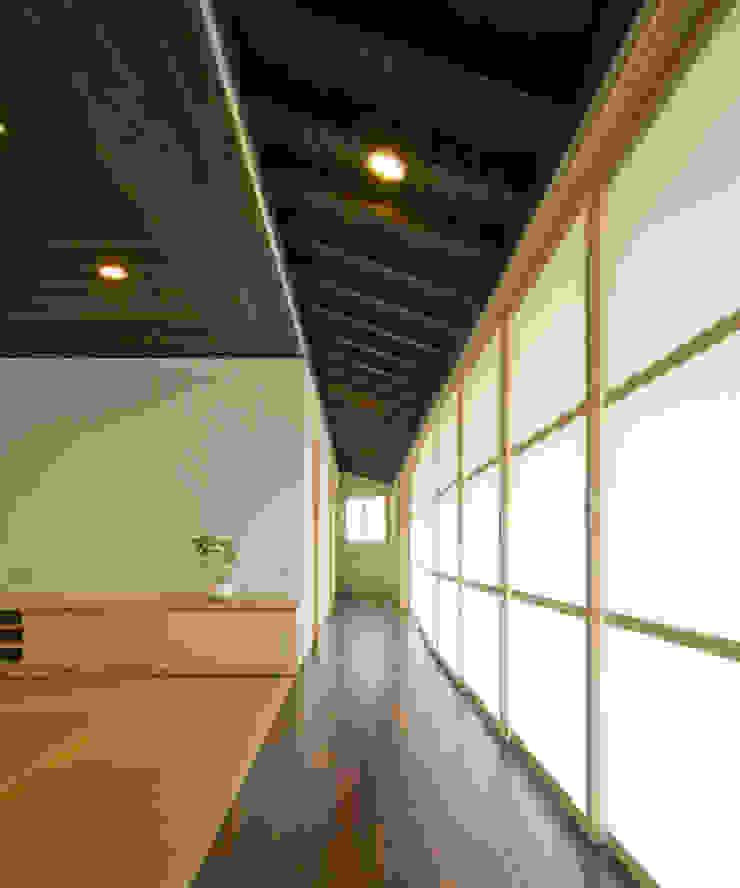 庭の家 モダンスタイルの 玄関&廊下&階段 の プラソ建築設計事務所 モダン