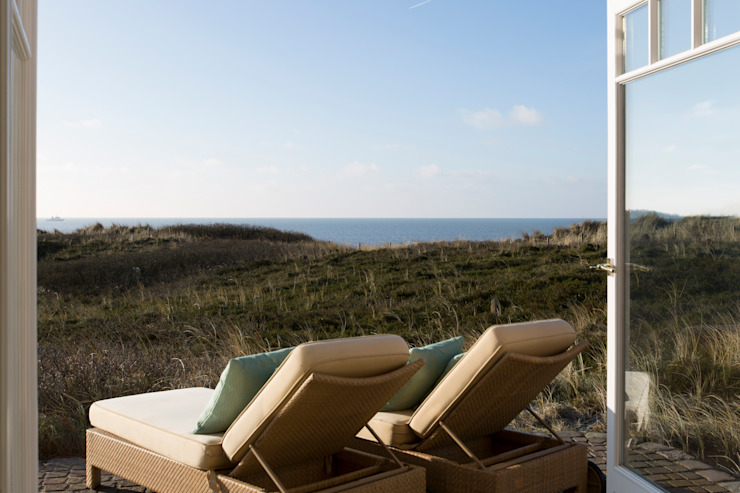 Ready-for-Photo Home Staging Anwesen am Meer: Terrasse von Home Staging Sylt GmbH,Klassisch