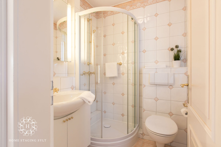 Classic style bathroom by Home Staging Sylt GmbH Classic
