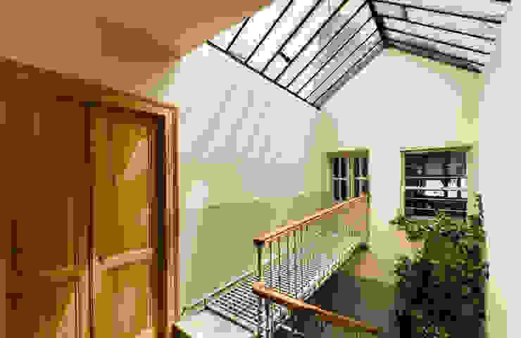 Gabriel Apartment Entrance Modern Koridor, Hol & Merdivenler Atelye 70 Planners & Architects Modern