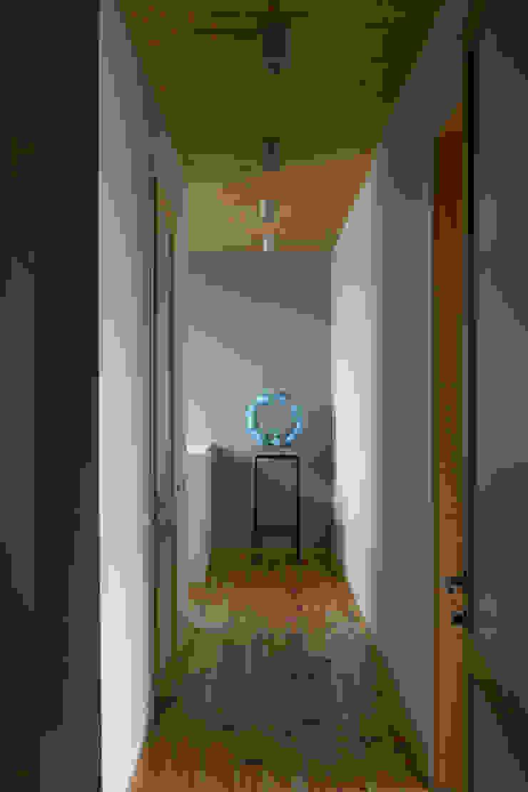 Дом Коридор, прихожая и лестница в модерн стиле от Sergey Makhno Architect Модерн