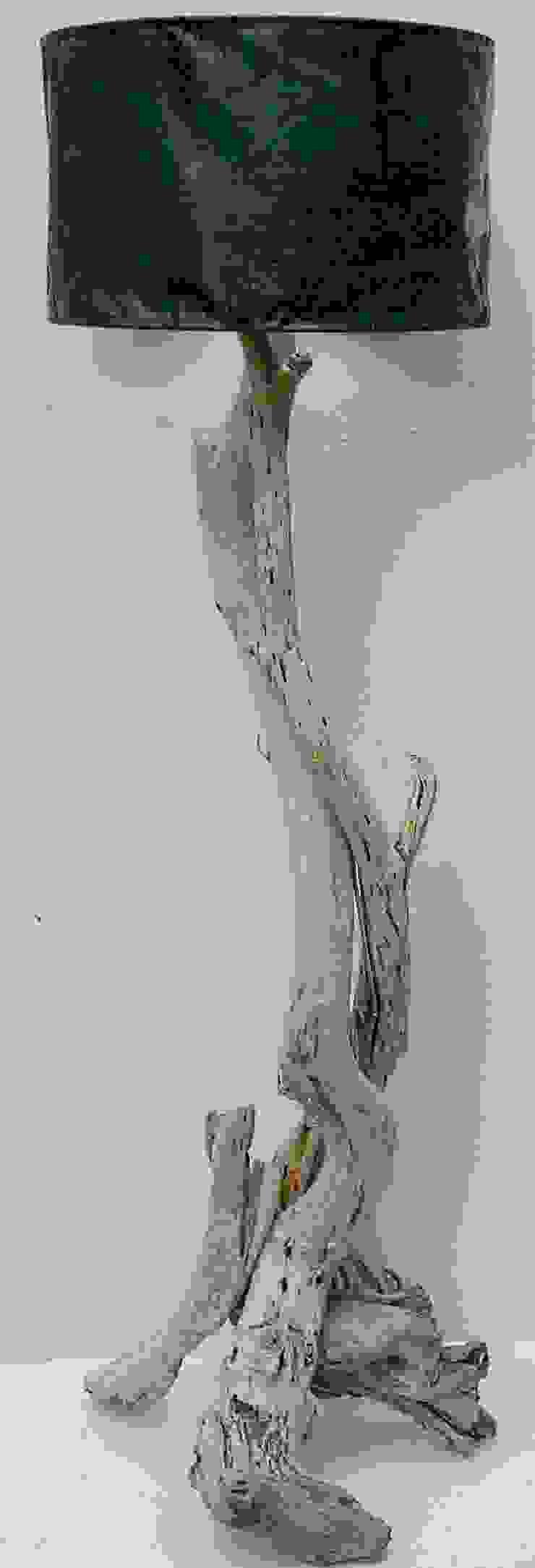 Driftwood floorlamp: modern  by Julia's Driftwood, Modern