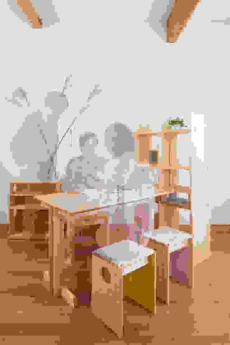 OBUSUMA: tona BY RIKA KAWATO / tonaデザイン事務所が手掛けた現代のです。,モダン