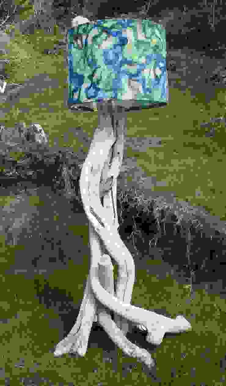 Driftwood floor lamp: rustic  by Julia's Driftwood, Rustic