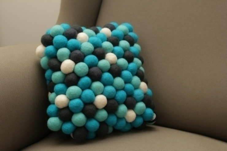 poduszka mała Santorini od felt stories Nowoczesny