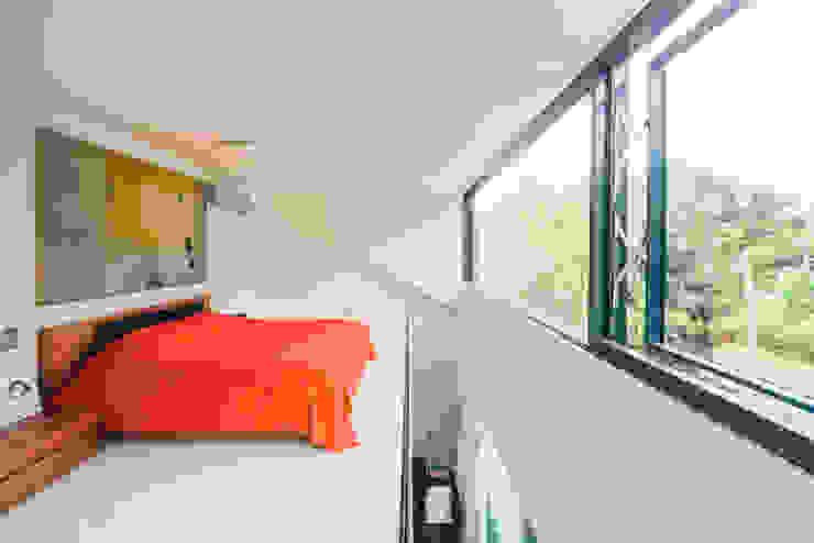 dom_w_parku_9_arc2 Minimalistyczna sypialnia od ArC2 Fabryka Projektowa sp.z o.o. Minimalistyczny