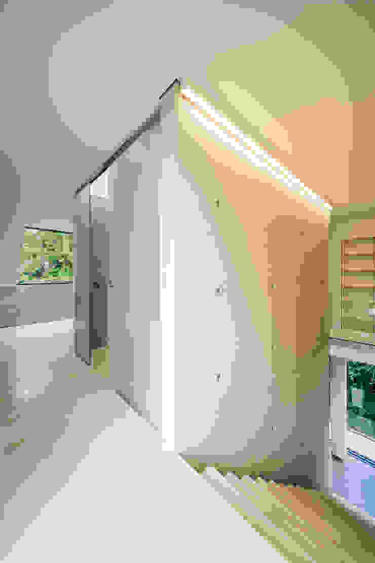 dom_w_parku_10_arc2 Minimalistyczne ściany i podłogi od ArC2 Fabryka Projektowa sp.z o.o. Minimalistyczny