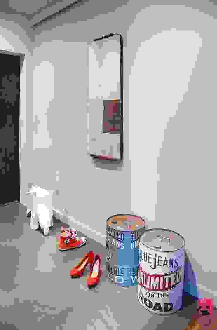 Mieszkanie w Łodzi – 48m2 Nowoczesny korytarz, przedpokój i schody od Pink Pug Design Interior Nowoczesny
