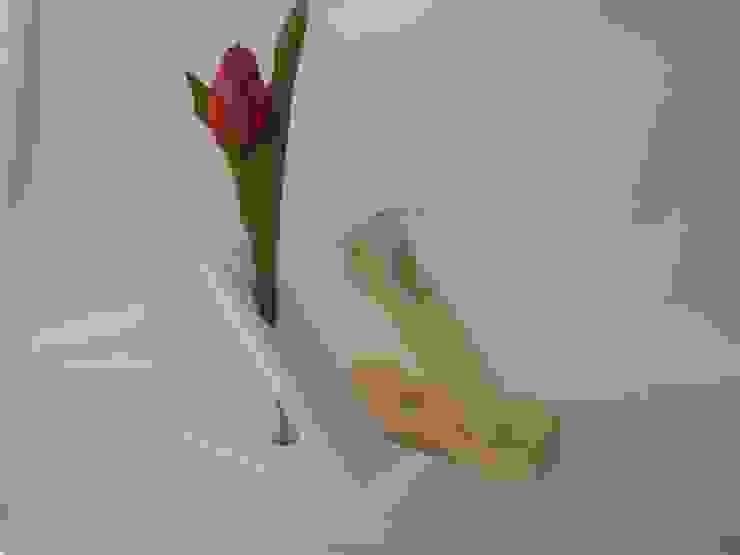 Holz-Blumenvase von homify Minimalistisch