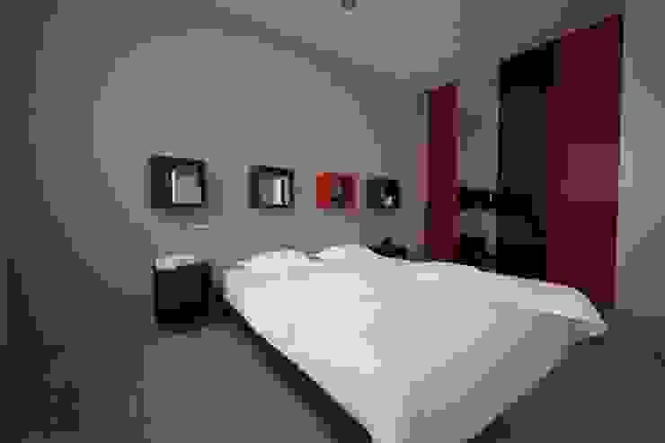 Projekt mieszkania Sosnowiec Nowoczesna sypialnia od OES architekci Nowoczesny