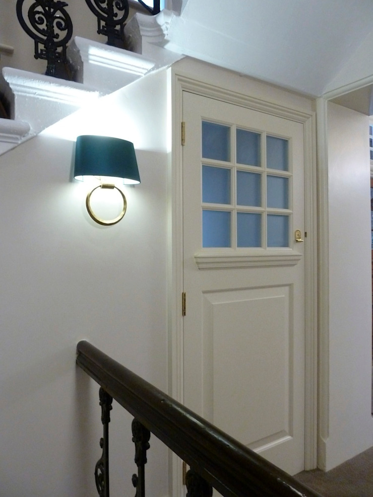 Communal entrance Classic style corridor, hallway and stairs by Kate Harris Interior Design Classic