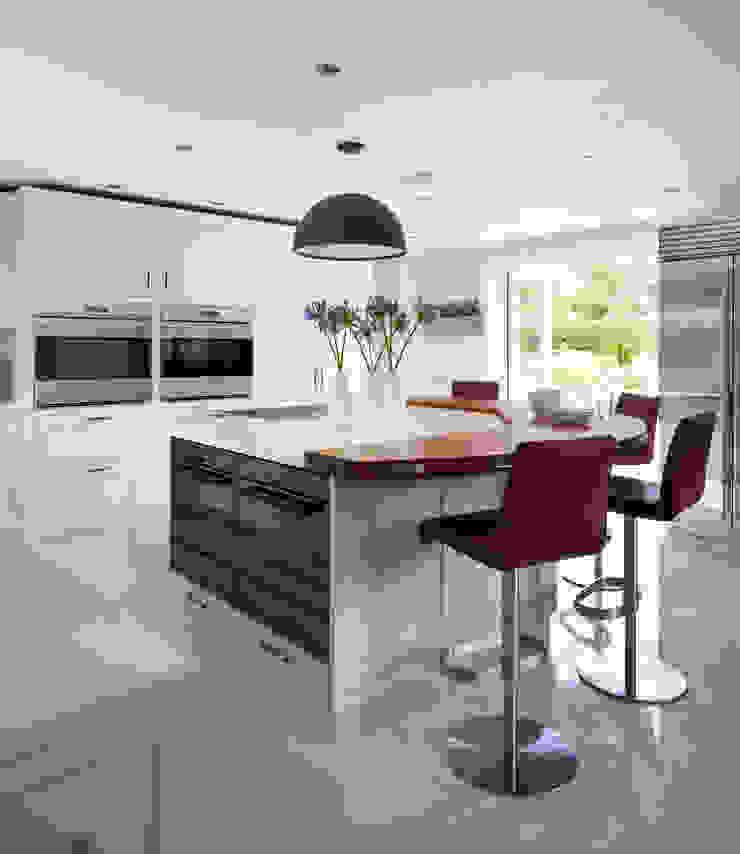 House transformation. Modern kitchen by Moneyhill Interiors Modern