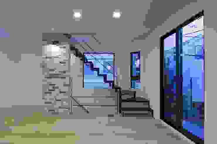 西原の家 モダンデザインの リビング の 折原剛建築計画事務所/Tsuyoshi Orihara Architects モダン