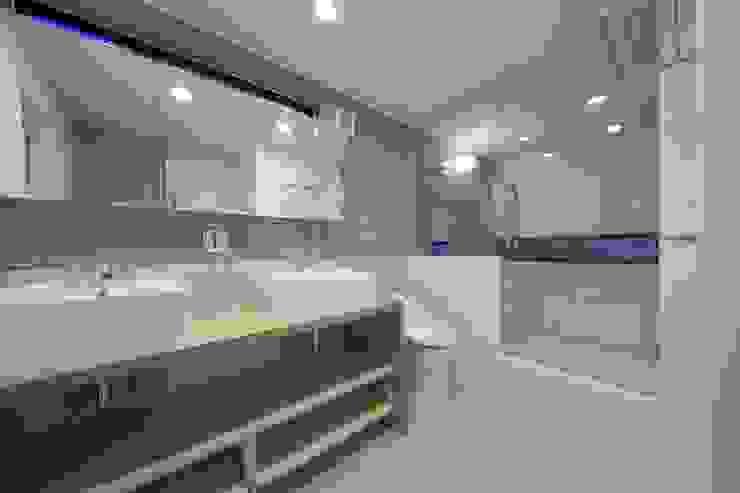 西原の家 モダンスタイルの お風呂 の 折原剛建築計画事務所/Tsuyoshi Orihara Architects モダン