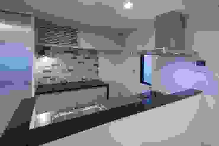 西原の家 モダンな キッチン の 折原剛建築計画事務所/Tsuyoshi Orihara Architects モダン