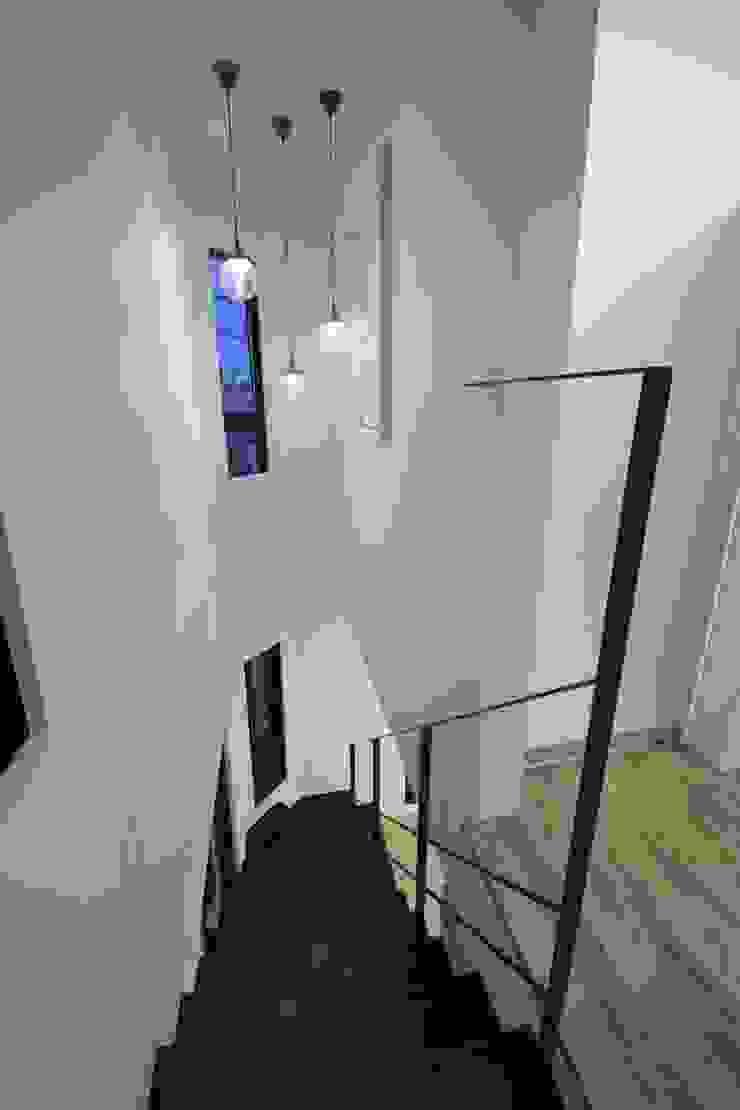 西原の家 モダンスタイルの 玄関&廊下&階段 の 折原剛建築計画事務所/Tsuyoshi Orihara Architects モダン