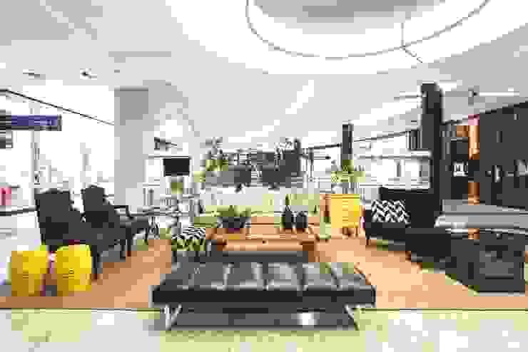 Moinhos Shopping - Lounge de Entrada Shopping Centers clássicos por Carol Silveira Arquitetura e Interiores Clássico