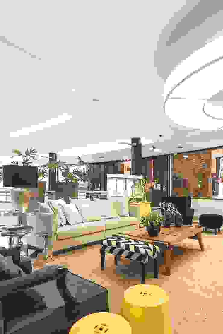 Moinhos Shopping – Lounge de Entrada Shopping Centers clássicos por Carol Silveira Arquitetura e Interiores Clássico