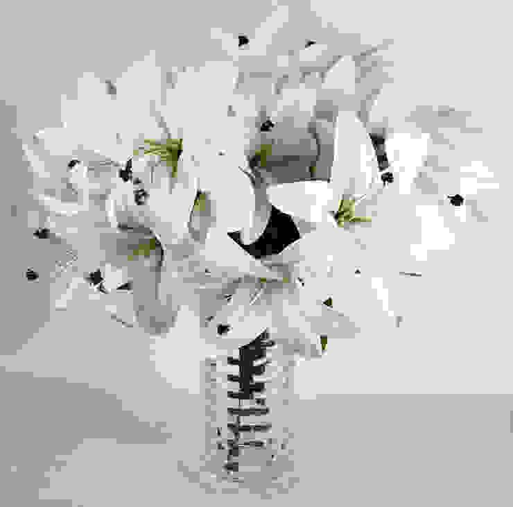 The ultimate white lily wedding collection.: minimalist  by Uberlyfe,Minimalist