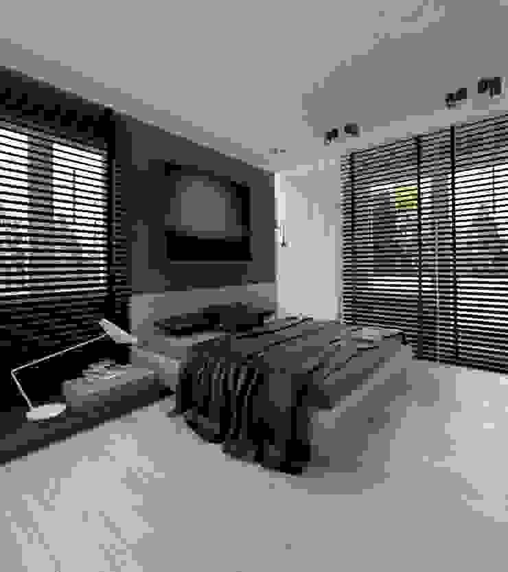 Apartament 100m2 Warszawa Minimalistyczna sypialnia od The Vibe Minimalistyczny
