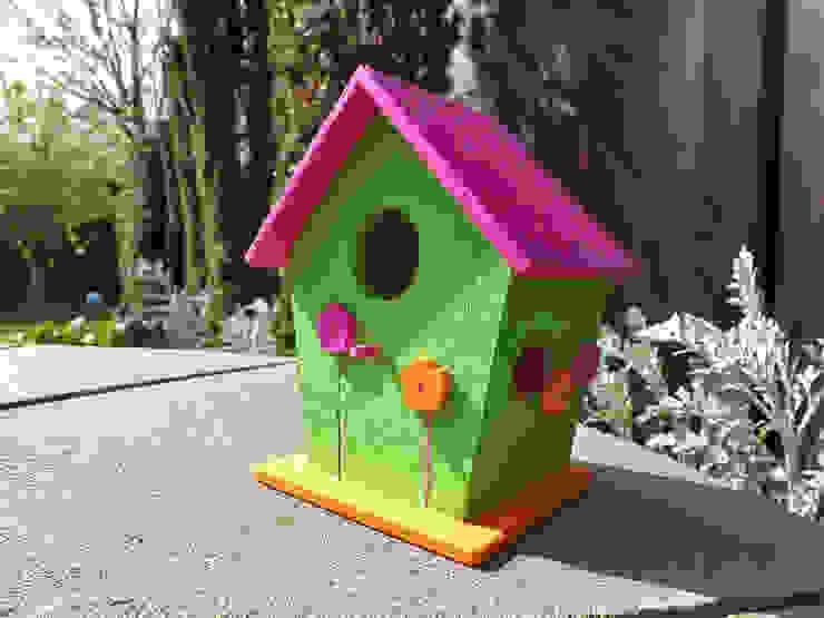 Deko-Vogelhaus Blumen: modern  von Die kleine Holzhütte,Modern