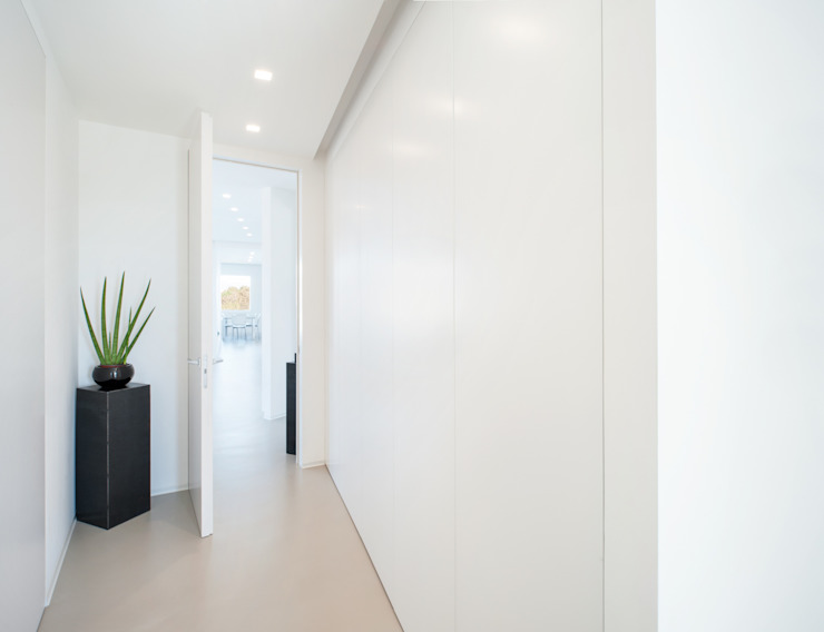 stefania eugeni Minimalist corridor, hallway & stairs
