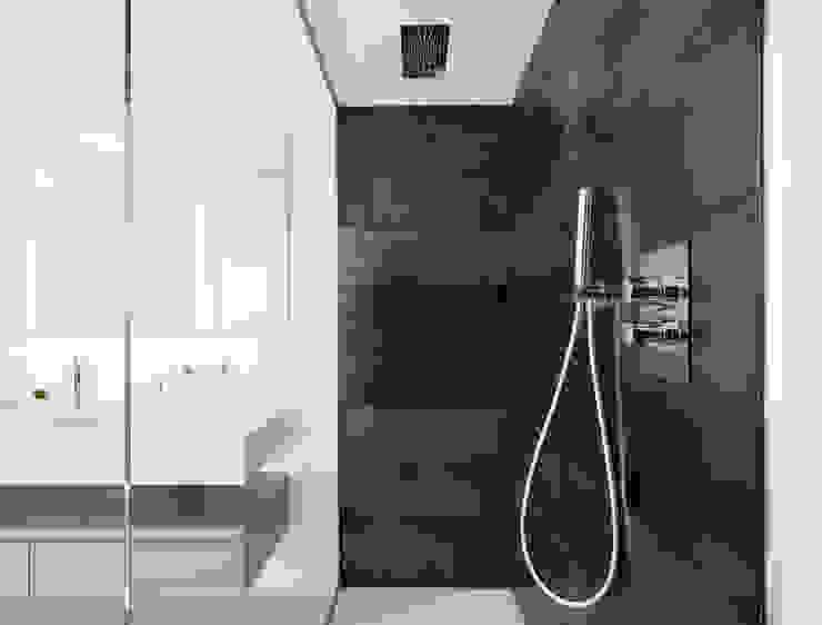 Minimalist style bathroom by stefania eugeni Minimalist