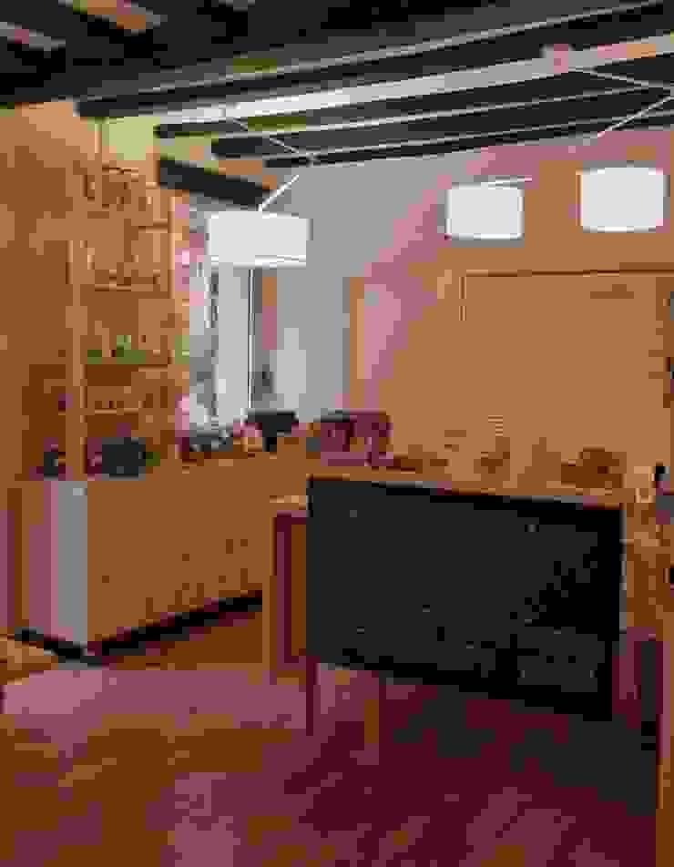 Mueble especiero y mostrador con pizarra Oficinas y tiendas de estilo minimalista de mobla manufactured architecture scp Minimalista