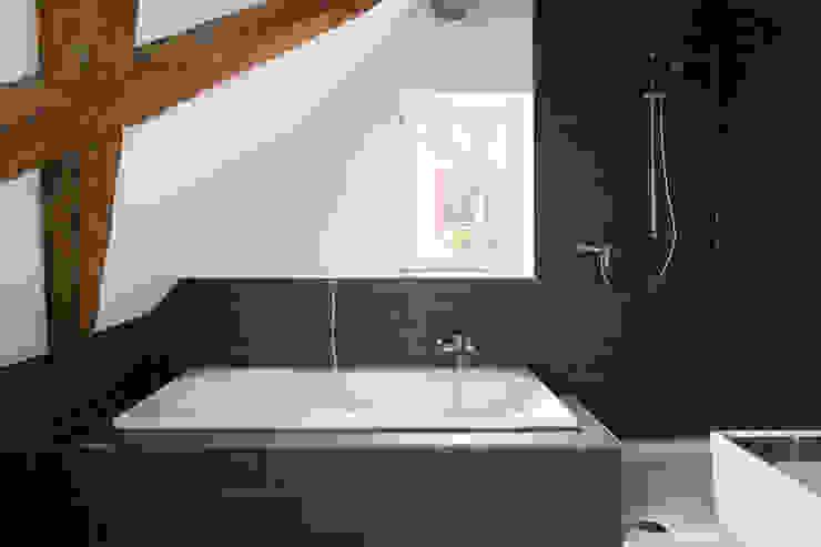 Moderne badkamers van w3-architekten Gerhard Lallinger Modern