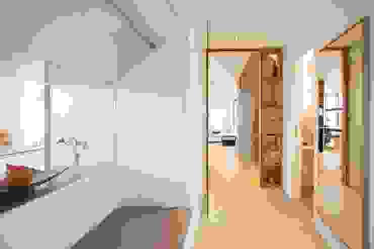 w3-architekten Gerhard Lallinger Ingresso, Corridoio & Scale in stile moderno