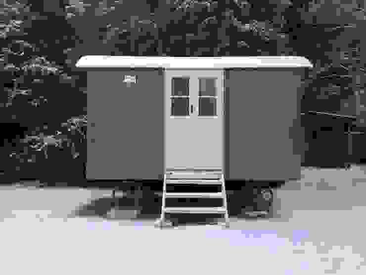 Downland Shepherd Hut Modern garage/shed by Downland Shepherd Huts Modern