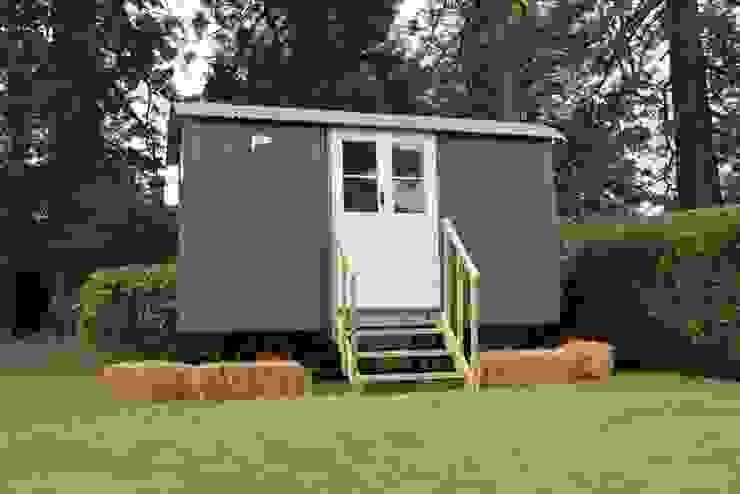 Garage & Schuppen von Downland Shepherd Huts , Modern