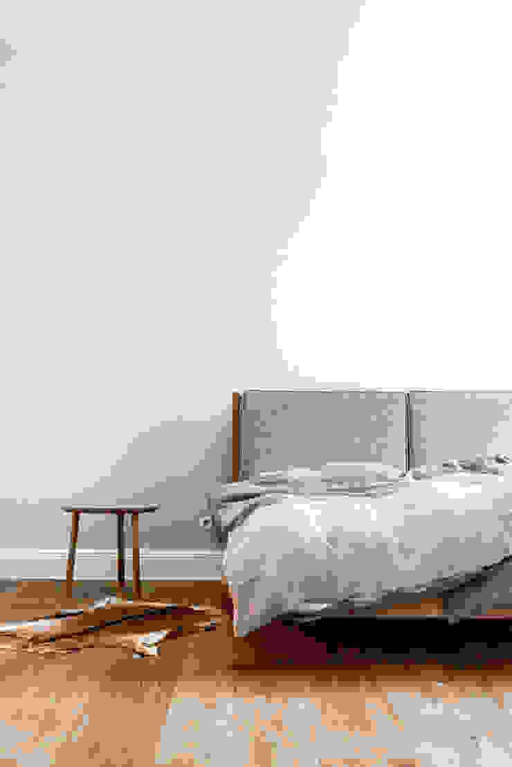 Główna sypialnia od Loft Kolasiński Skandynawski Drewno O efekcie drewna