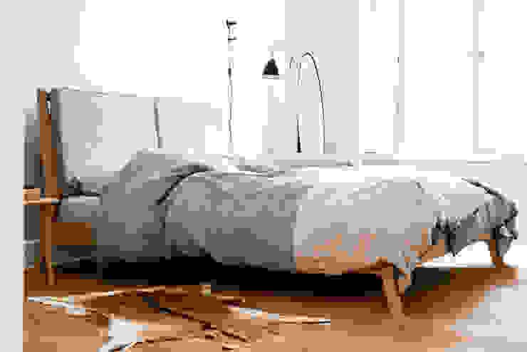 Scandinavian style bedroom by Loft Kolasiński Scandinavian Flax/Linen Pink