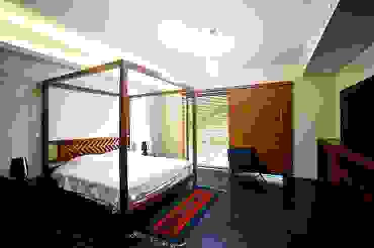 Recámara Principal Dormitorios de estilo moderno de sanzpont Moderno