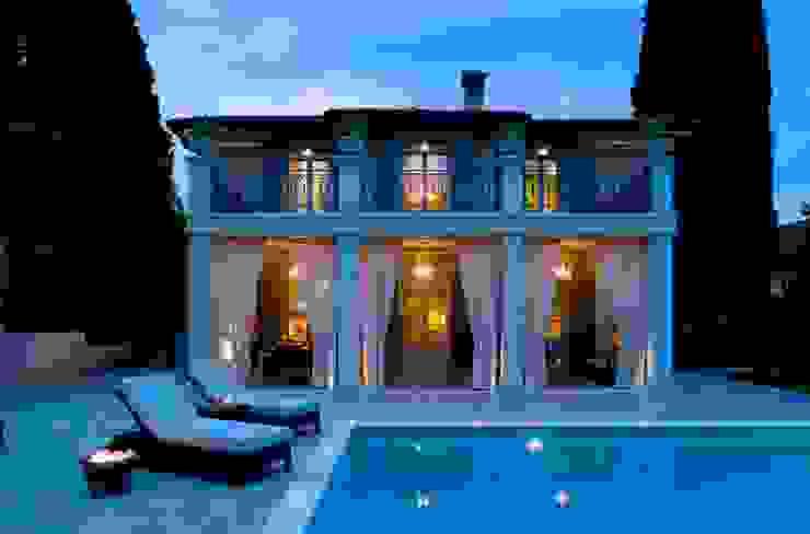 Classic style pool by Studio Architettura Carlo Ceresoli Classic
