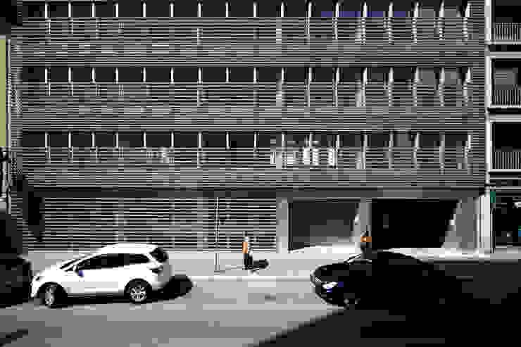 Foto facciata su via Fara Ingresso, Corridoio & Scale in stile moderno di Studio di Architettura Fabio Nonis Moderno