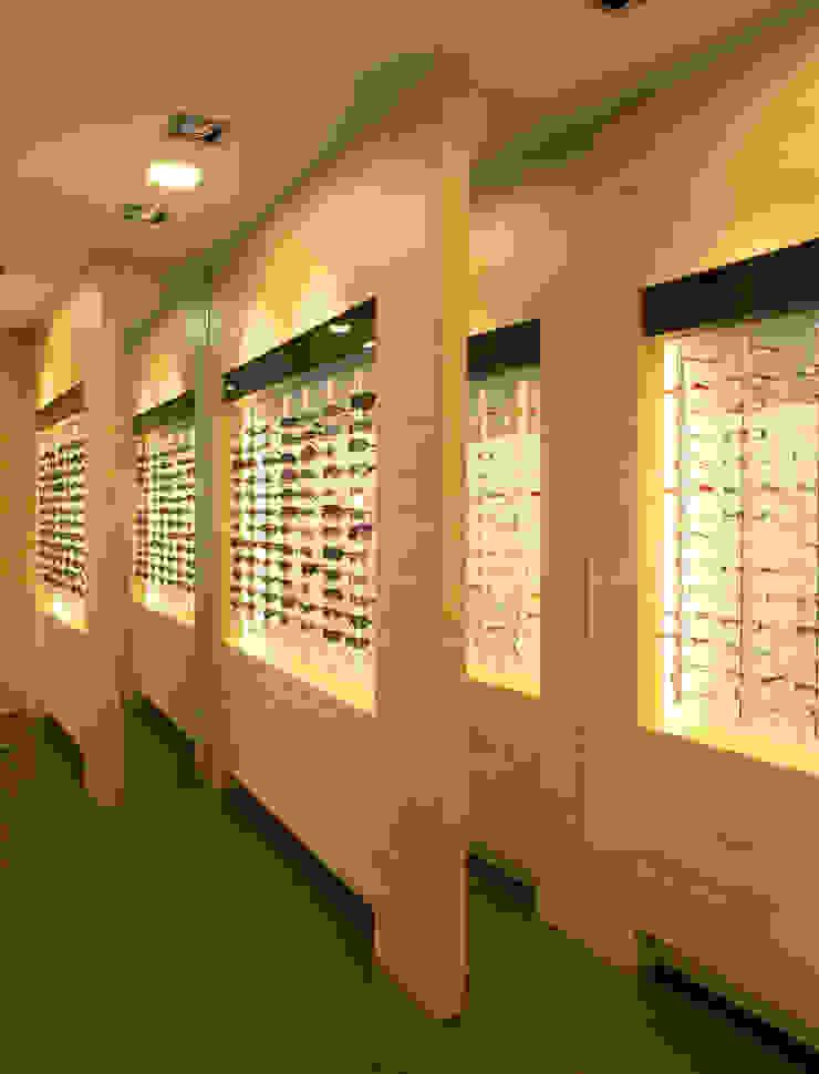Interiorismo comercial – MultiOpticas de Molins Design Moderno