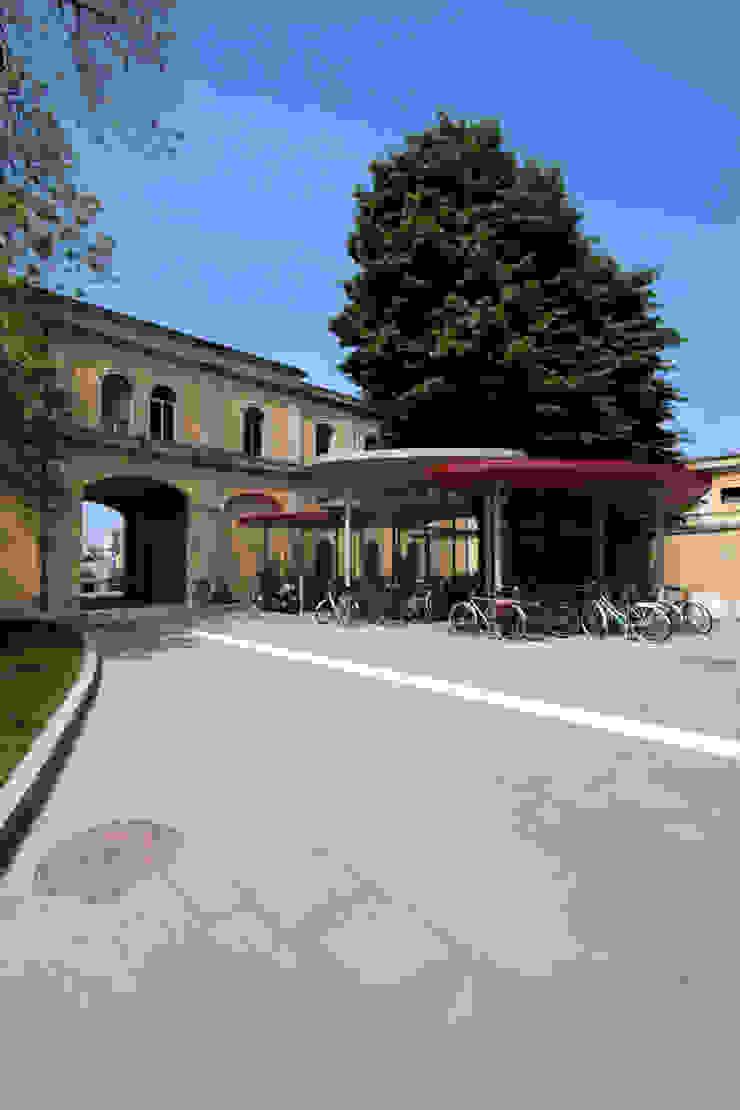 """Foto delle pensiline """"Foglia"""" Giardino moderno di Studio di Architettura Fabio Nonis Moderno"""