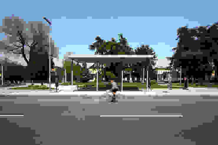 Foto della pensilina attesa autobus Giardino moderno di Studio di Architettura Fabio Nonis Moderno