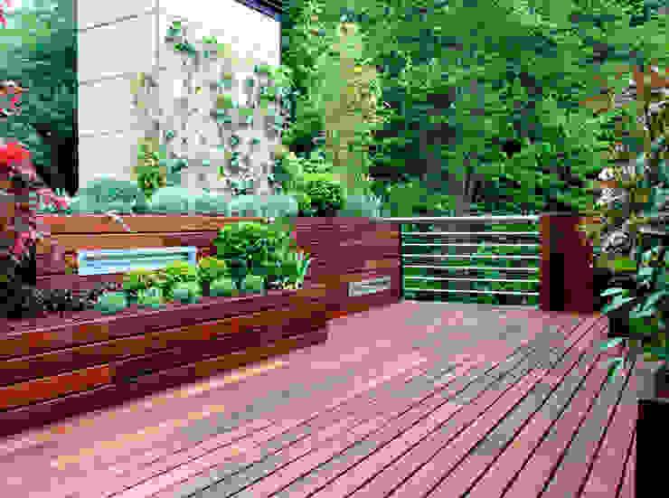 Balcone, Veranda & Terrazza in stile minimalista di La Habitación Verde Minimalista