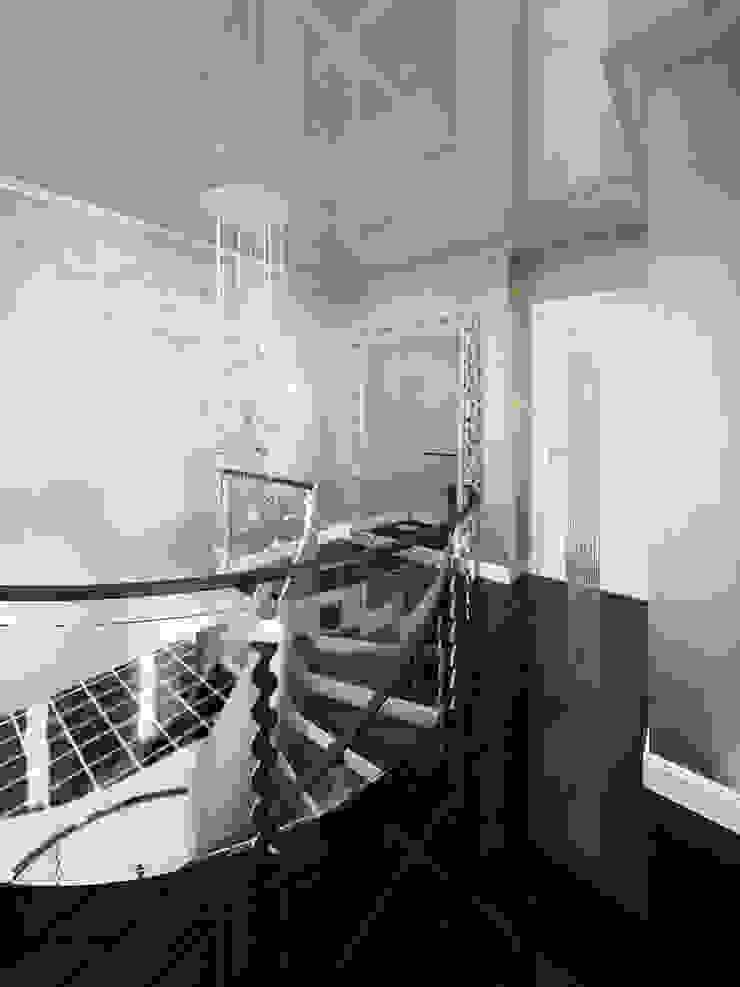Холл 2 этаж Коридор, прихожая и лестница в классическом стиле от meandr.pro Классический