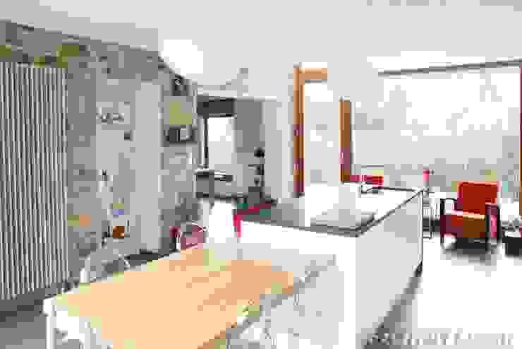 Cocinas modernas de François Elleboudt architecte SPRL Moderno