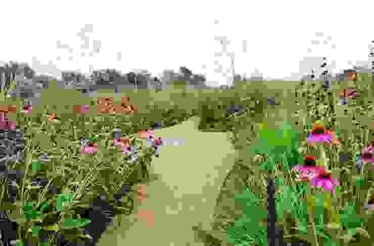 Prairietuin voor spelende kinderen en hobby vee:  Tuin door Hendriks Hoveniers ,