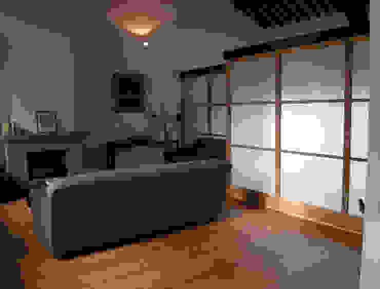 Podere in Pontinia (Latina) Soggiorno moderno di Studio Racheli Architetti Moderno