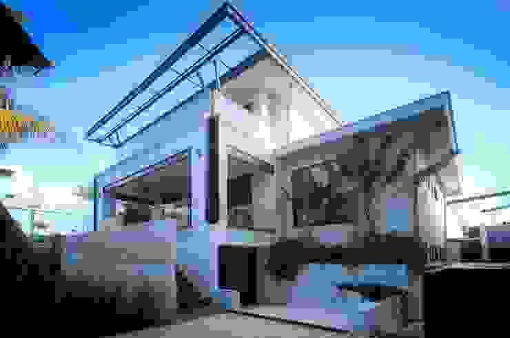 Fincas de estilo  por sanzpont [arquitectura], Moderno
