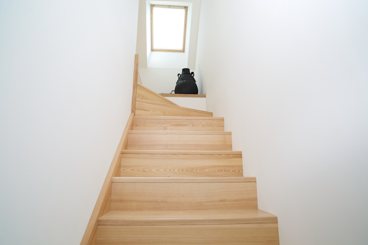 Modern Corridor, Hallway and Staircase by ng-a Modern