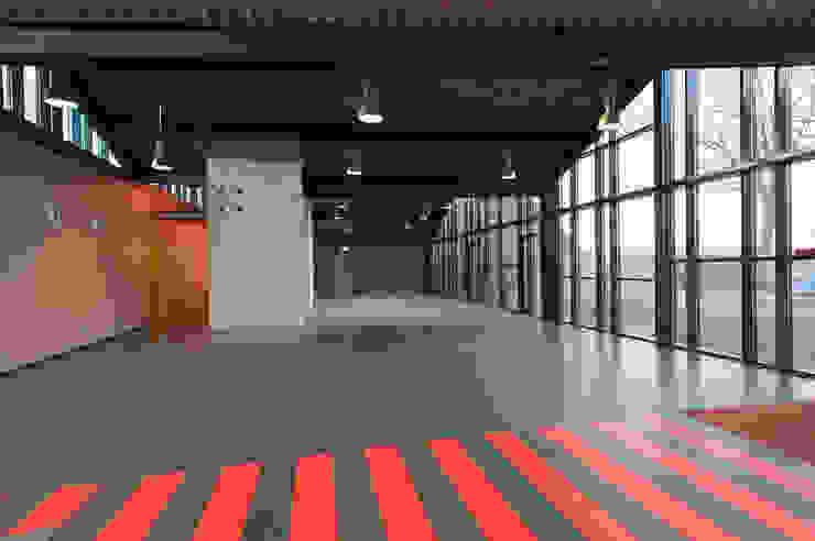 Multifunctionele hal Moderne scholen van Peter van Aarsen Architect Modern
